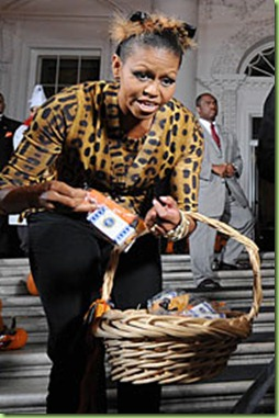 michelle-obama-trick-of-treating-white-house