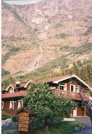 Obiective turistice Norvegia: hostel Flam.jpg