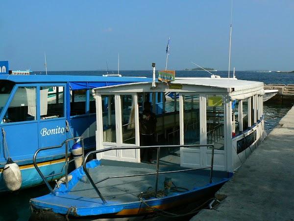 Transport Maldive: Barca noastra la Male.JPG