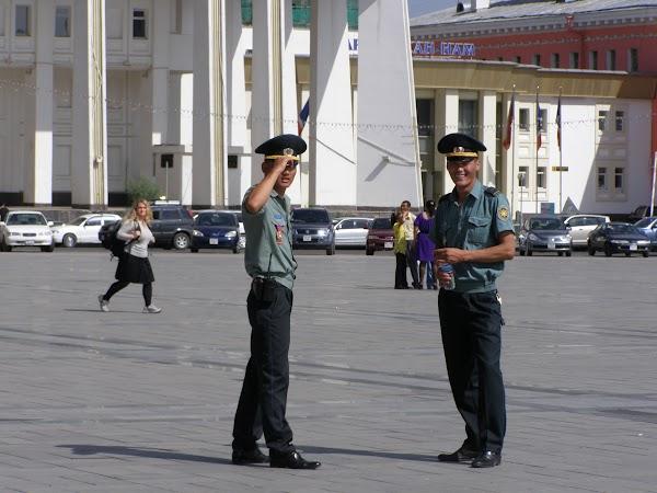 Imagini Mongolia: politia mongola in Ulaan Bataar