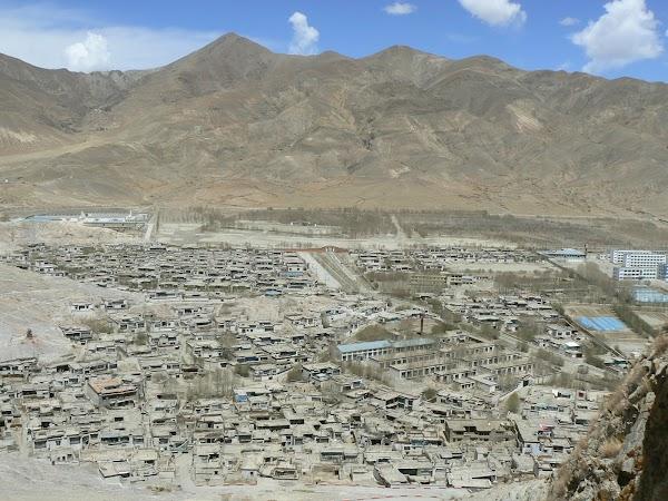 Obiective turistice Tibet: orasul Gyantse.JPG
