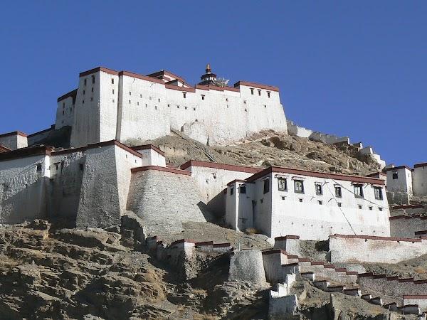 Obiective turistice Tibet: in manastire.JPG