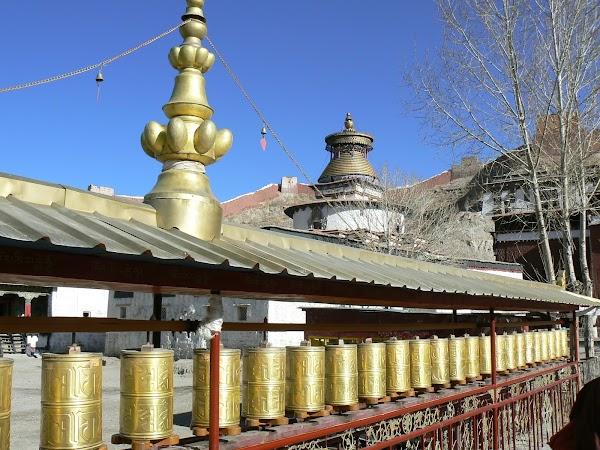 Obiective turistice Tibet: roti de rugaciune.JPG