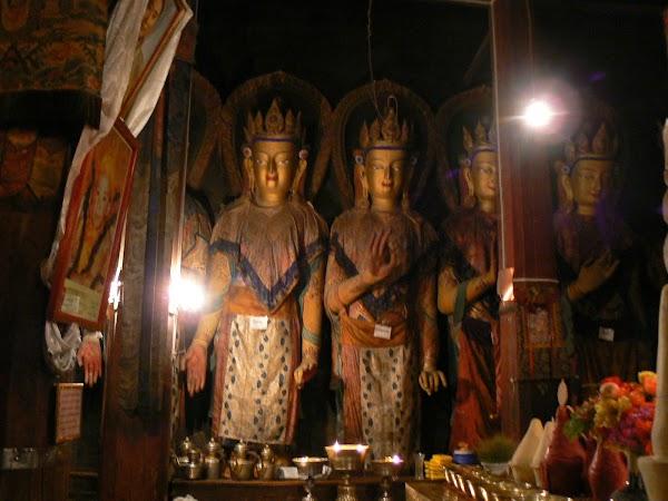 Obiective turistice Tibet: zeitati budiste