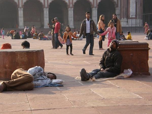 Obiective turistice India: la moscheea din Delhi