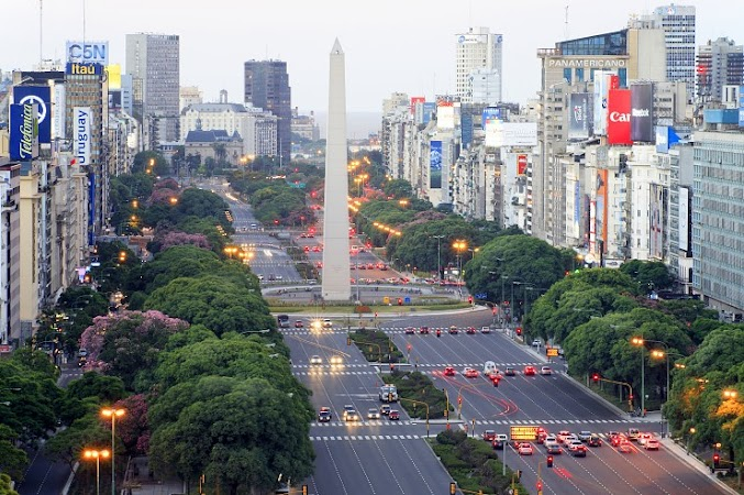 Obiective turistice Argentina: Avenida EXTRA LARGE 9 de Julio, Buenos Aires