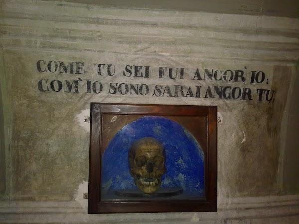 Imagini Italia: IN MUSEUL S.M. DELLA SCALA -CUM ESTI TU AM FOST SI EU, CUM SUNT EU VEI FI SI TU-.jpg