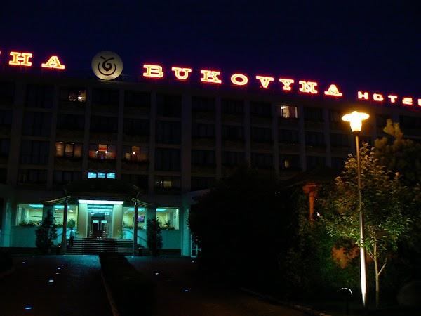 Cazare Ucraina: hotel Bukovina, Bucovina, Cernauti noaptea.JPG