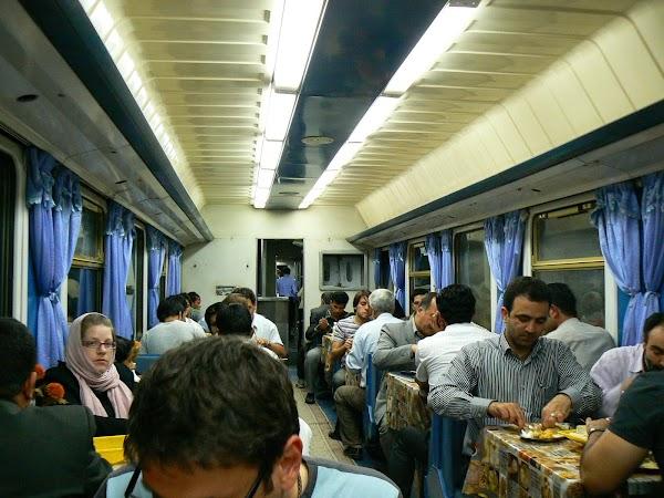 Imagini Iran vagon restaurant Iran. Drumul spre China