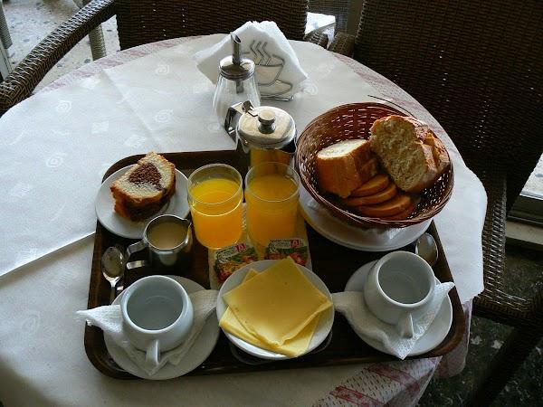 Imagini Grecia: hotel Adonis Atena mic dejun
