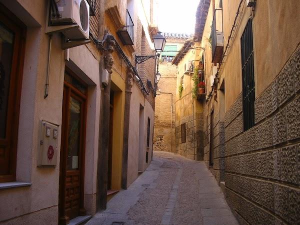 Obiective turistice Spania: pe strazile din Toledo.JPG