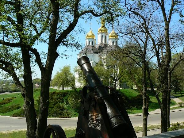 Obiective turistice Ucraina: tunuri si biserici.JPG