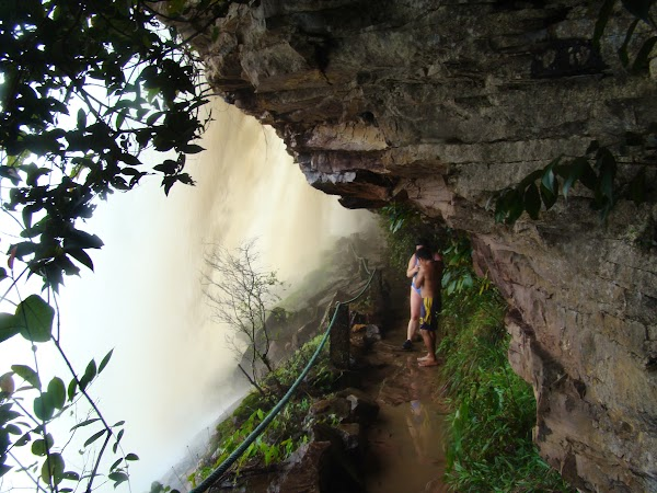 Obiective turistice Venezuela: sub Sapo Falls.JPG