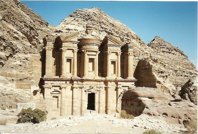 Obiective turistice Iordania: Manastirea Petra, la 200 km de Amman