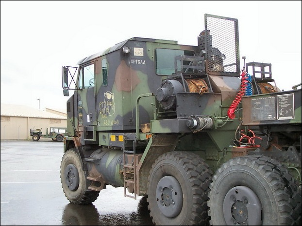 M1070 Heavy Equipment Transporter 14