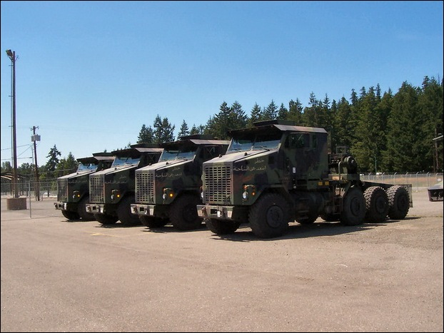 M1070 Heavy Equipment Transporter 22