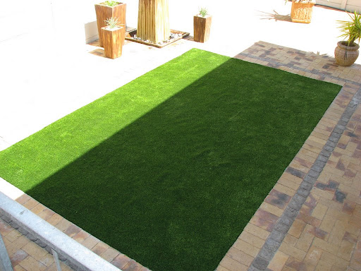 synthetic lawn landscaping
