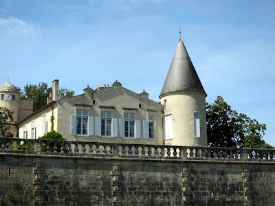 Chateau along the Medoc Marathon route