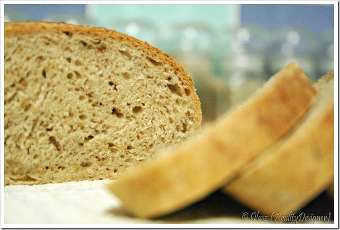 Chleb z kminem i prażoną śmietaną