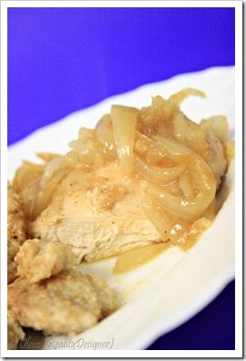 Kurczak w cebuli – filety na obiad doskonałe