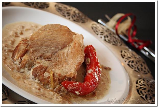 Łopatka wieprzowa duszona w sosie cebulowo-śmietanowym
