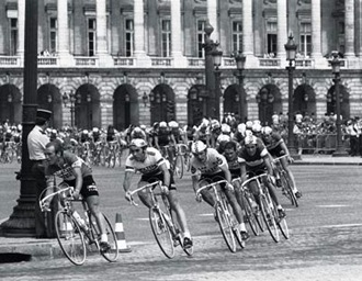 historique_1975 - first finish on champs elysees