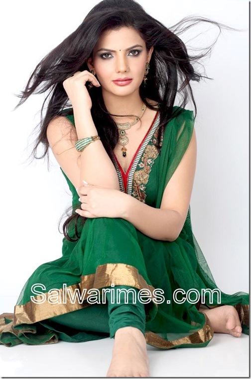 Madhavi_Sharma_Designer_Salwar_kameez