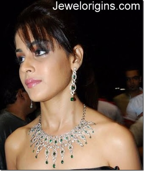 Genelia-Diamonds-Emerald-Jewellery