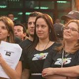 As filhas de Silvio prestam atenção no velho amigo Bozo.jpg