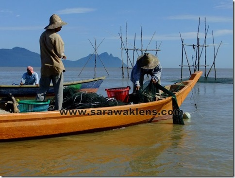 boat_ride_to_Bako_fishermen_6