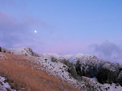 Ciucas. Prima ninsoare. Rasarit de luna