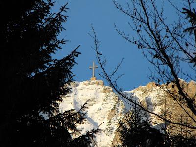 Bucegi. Crucea Caraiman vazuta de la Caminul Alpin