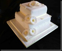 2-tier-daisy-wedding-cake