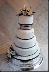 4-tier-Lillies-in-black-cake