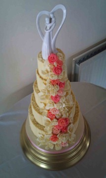 5-tier-Chocolate-Curls-,Lillies-and-roses-3