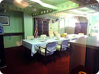 captain-cabin-diningroom