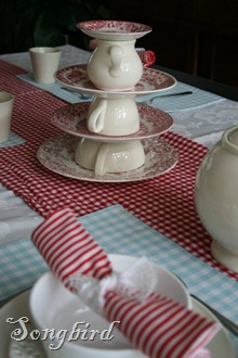 red white tablescape2