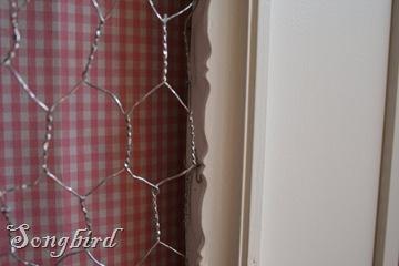 Cupboard makeover detail chicken wire2