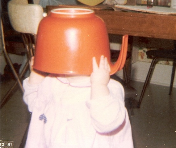 1981-1 Nov orange bowl on head