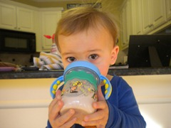 new way to hold the sippy cup