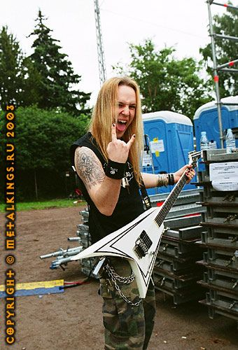 Vocals and lead guitar:Alexi Laiho Guitar: Roope Latvala alexi laiho
