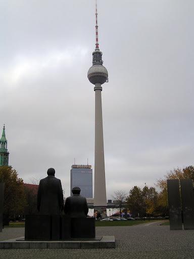 ☭ LA HUELLA SOCIALISTA SOVIETICA EN BERLIN ALEMANIA ☭ 067%20-%20Los%20Padres%20del%20Socialismo%20Contemplan%20su%20Obra