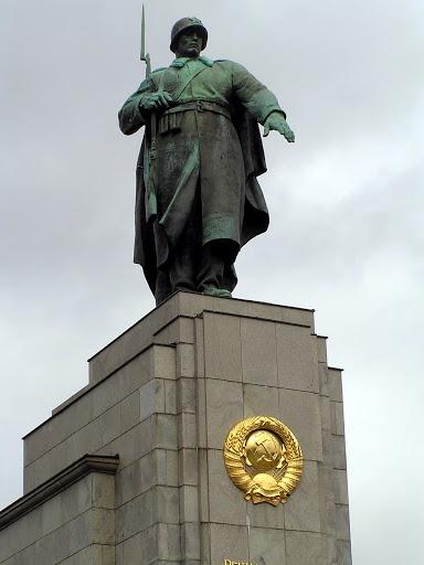 ☭ LA HUELLA SOCIALISTA SOVIETICA EN BERLIN ALEMANIA ☭ 088%20-%20Peana%20del%20Monumento%20al%20Soldado%20Sovi%C3%A9tico
