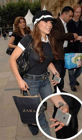 los tatuajes de alyssa milano. Al parecer mi amada Alyssa Milano tiene está con la onda iPhone pero creo