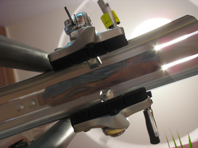 Atelier cycles à Ixelles [montages d'étrier caliper alternatif] IMG_5984