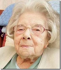 Mulher de 103 anos diz que segredo da longevidade é nunca ter feito sexo