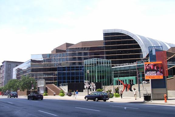 这是路易维尔的表演艺术中心。