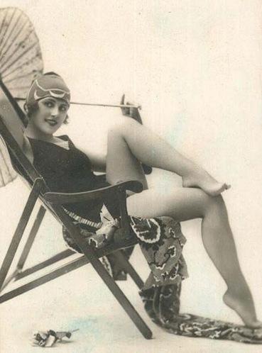 1920DeckChairParasol