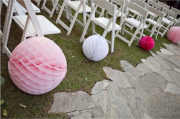 decorar bodas con bolas de papel nido de abeja
