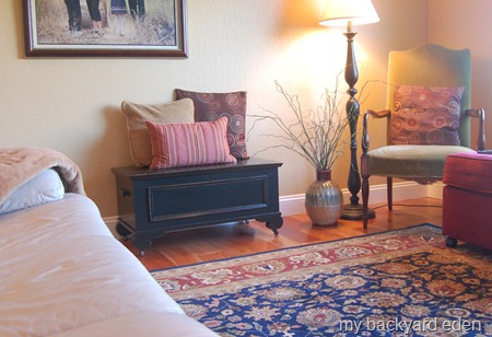 Cedar Chest Makeover with Paint.  Easy DIY Redo.  Maybe a coffee table next?